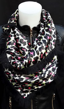 13. Tijgerprint met roze details en zwarte franje
