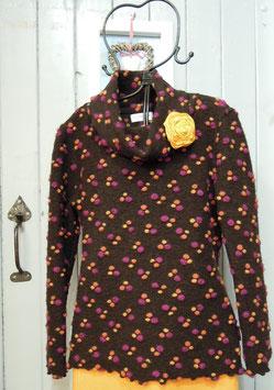 Pullover in schoko-braun mit bunten Tupfen