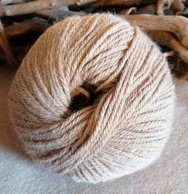 Kuschelig, weiche Alpakawolle von unseren Tieren - naturfarben 50g
