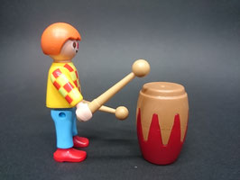 PLAY.FIG08.C799.0000 NIÑO PAYASO CON BAMBO