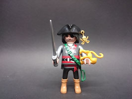 PLAY.FIG10.C1.00 FIGURA PIRATA GORDO CON MONO