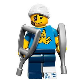 LEGO 71011 MINIFIGURA SERIE 15 Nº 04 CHICO CON MULETAS
