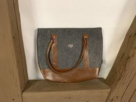 Handtasche mit versilberten Motiven