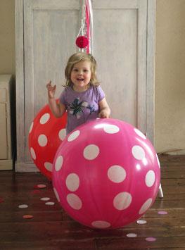 Ballon géant 80 cm fond rose pois blancs A little Lovely Company