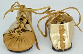 chaussures fille cuir lacées coloris camel clair et or