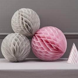 3 Boules en papier couleur rose clair et grises