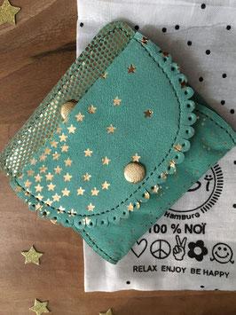 Porte monnaie en cuir vert menthe avec étoiles dorées et dos plumetis dorés
