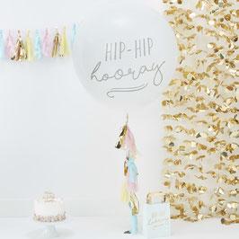 Ballon géant écriture Hip Hip Hooray avec guirlande tassel pastel