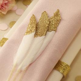 10 plumes blanches avec paillettes dorées pour décoration table