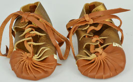 chaussures bébé fille cuir lacées camel foncé et or