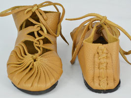 chaussures fille cuir lacées camel