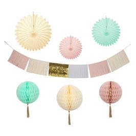 Kit décoration guirlande, éventails et boules alvéolées pastels meri meri