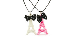 collier tour eiffel blanche ou rose Pop Cutie