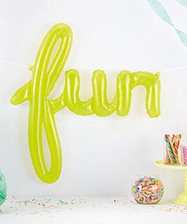 "Ballon plastique transparent vert anis  mot ""fun"""