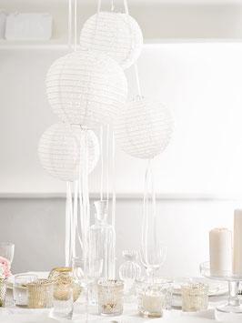 3 lampions blancs ajourés en papier avec rubans