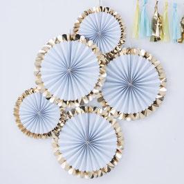 5 rosaces décoratives rayures bleu ciel et blanches, bordure dorée