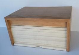 Stillvolle  Zirbenbrotdose: Korpus aus gewünschtem Holz, Lamellen aus Zirbenholz.