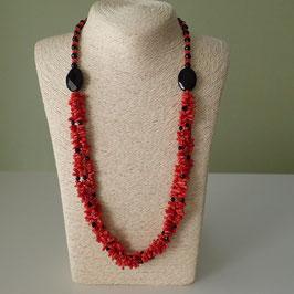シンプルな珊瑚とオニキスのネックレス
