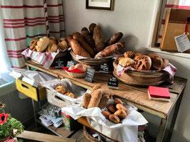 Diverse Brotsorten, bitte auswählen. Falls mehrere Sorten gewünscht, einzeln in den Warenkorb legen. Die Menge kann ganz einfach im Warenkorb angepasst werden.