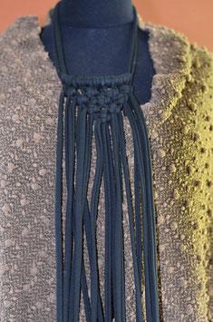 Collier macramé en tissus à longues franges