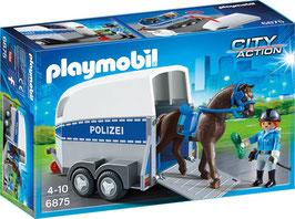 Berittene Polizei mit Anhänger