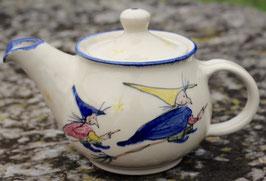 Teekanne, blauer Rand - kleine Hexe -. 1 Liter.  Andere Seite vom linken Bild