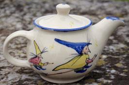 Teekanne, blauer Rand - kleine Hexe -. 1 Liter.  Beidseitig bemalt
