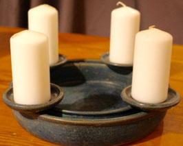 Adventskranz - Blau, 1131 wmsb - durchm. ca. 24 cm. Variable Kerzenhalter. Wasserdicht