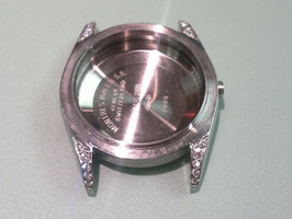 STAINLESS CASE WITH DIAMONDS ON THE LUGS