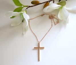 Halskette mit großem Kreuz