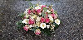 Arrangement in wit/roze tinten diameter 60 cm.