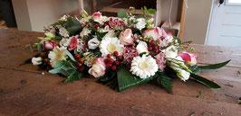 Langwerpige creatie in wit/roze tinten breedte 50 cm.