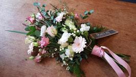 rouwboeket in roze/witte tinten