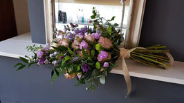rouwboeket in lila, paarse tinten