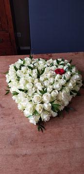 Dicht Rouwhart met avalanche rozen