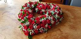 Open hart met rozen, gipskruid van 60 cm.