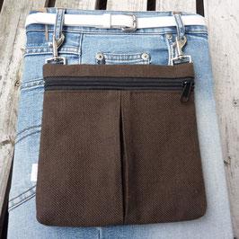 Gürteltasche mit Reißverschluss und Falte aus braunem Baumwollmischgewebe