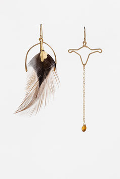 lk3002or : Asymmetrical Gold Filled Earrings (14K gold plated on copper), Red and Black Feather with a 24K gold touch and Red Tourmaline, 7cm ( 2,75 inches )