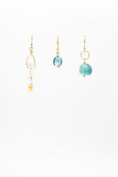 Boucles d 'oreilles trio crystal de roche avec une touche d'or et fluorite bleue gold filled 2,5cm