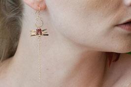 lk3106or boucle d'oreille gold filled et grenat paire symétrique libellule