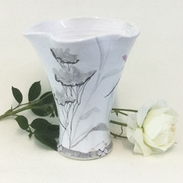 Petit vase corolle Nuage. Small scalloped top vase Nuage.