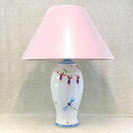 Lampe de salon, fuchsia. Large lamp, fuchsia.
