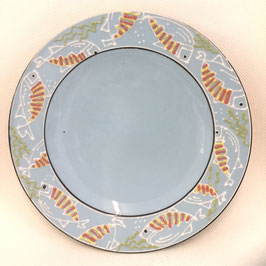 Grand plat rond avec des poissons. Large round platter with fish.