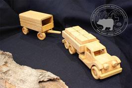 Holzspielzeug Lastwagen mit Ladung und Anhänger
