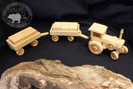 Holzspielzeug Traktor mit zwei Anhängern