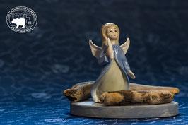 Keramik Engeldekoration mit blauem Engelsgewand und Kerze