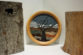 Lederbild Baum im Wind mit Schneebergen