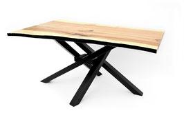 Esstisch aus massiver Esche mit Baumkante