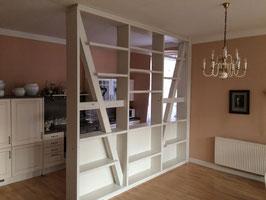 Bücherregal aus Eichenholz, weiß lackiert und angeschliffen