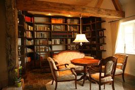 Bücherregal aus Eichenholz, dunkel gebeizt und lackiert